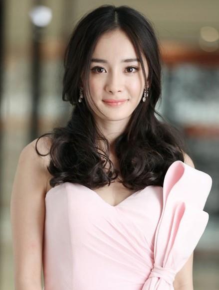 杨幂儿童节产下女儿小糯米 盘点女王那些年的发型蜕变