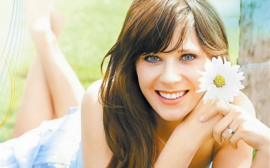 Zooey Deschanel, one of the 'Top 20 hottest women in the world in 2014' by China.org.cn