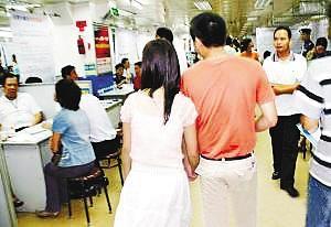 大学生情侣求职人数不少。