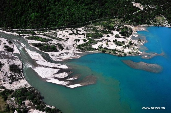 Photo taken on June 4, 2014 shows a branch of the Brahmaputra River in Nyingchi Prefecture, southwest China's Tibet Autonomous Region.