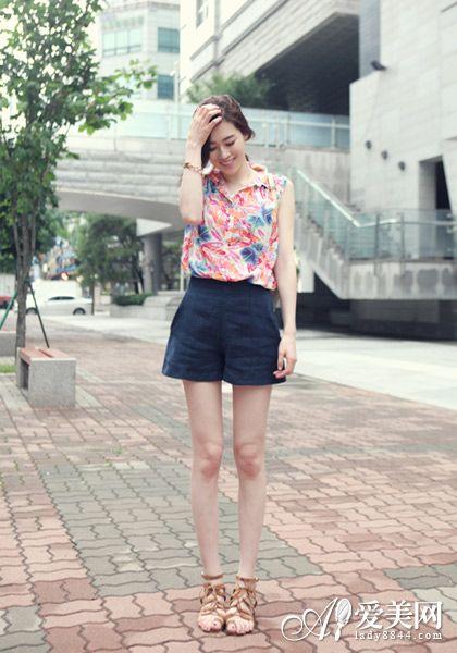 夏日清新搭配 高腰短裤穿出小蛮腰