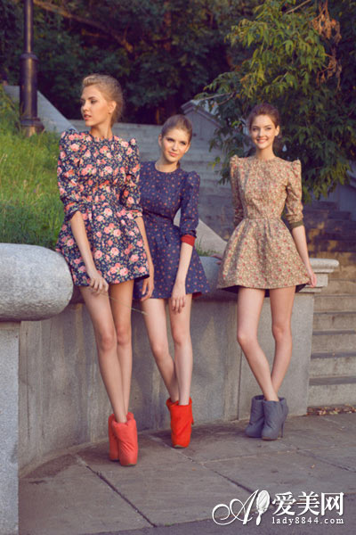 印花裙巧搭法则 风情万种显个性