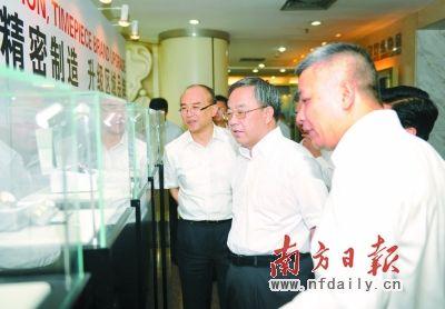 胡春华在深圳调研行业协会改革发展情况