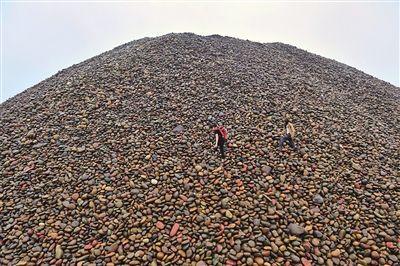 重庆石友们收藏的长江玉籽料。