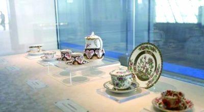 """""""东风西渐""""展览中展出的珍贵瓷器"""