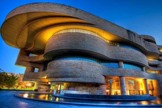华盛顿州人口-美国印第安人国家博物馆位于国家广场,是史密森学会美国印第安艺术