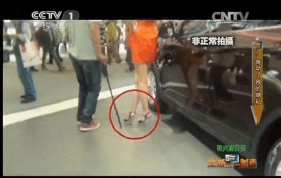 团伙用 神器 偷拍女性裙底 10分钟视频卖千元 高清