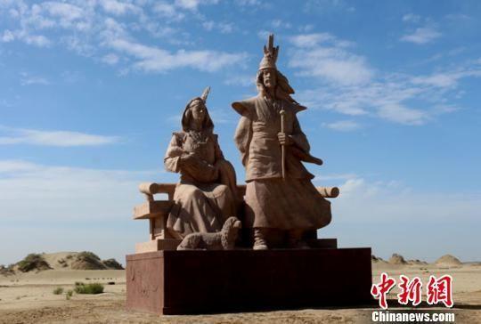 """图为""""巨人之家""""雕塑。 李江帆 摄"""