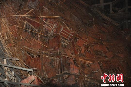 四川遂宁一在建工地发生垮塌已致1死10伤(图)