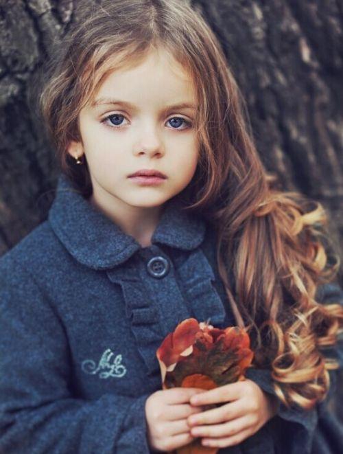 超大的蓝绿色美眸,静止不动时绝对会让你?-盘点全球超美小萝莉 谁图片