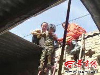 黄陵小学生被困厕池1劲草消防官兵解救用时2小时小学图片