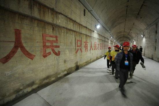 图:解放军地下核工厂.-中国地下实验室地点曝光 垂直岩石覆盖达