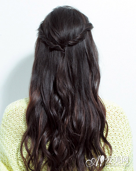 不到一分钟,一款灵动浪漫的发型便搞定了.图片