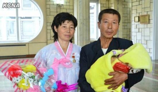 朝鲜妇女生育十子获劳动英雄表彰