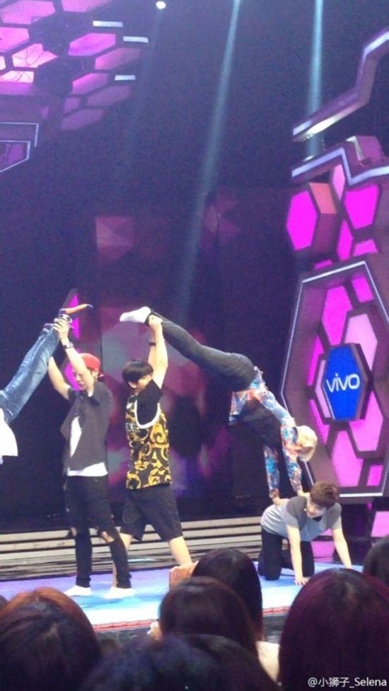 6月11日,EXO终于再次登上湖南卫视《快乐大本营》的舞台,当晚因