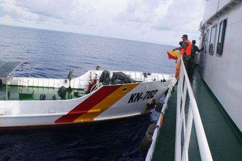 外交部首次公布越方船只撞击中方海监船照片