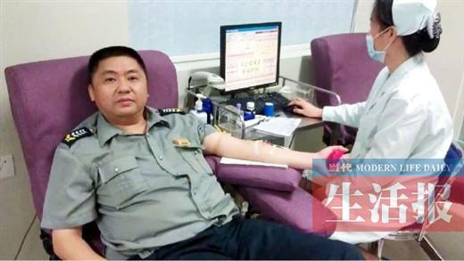 南宁男子10年献血3万多毫升 被评五星级献血之星