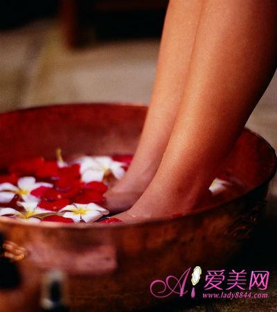 如果女性希望用中药泡脚的方法来达到治疗痛经等经期