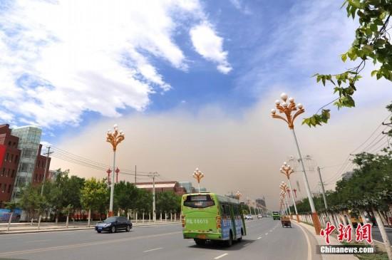 哈密市/原标题:新疆哈密市遭沙尘暴突袭