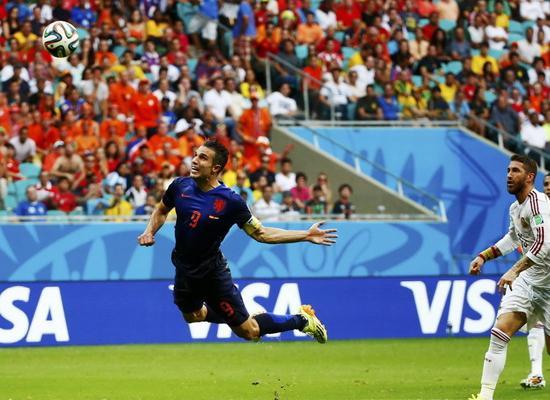 盘点世界杯小组十佳球:范佩西鱼跃 梅西抽射