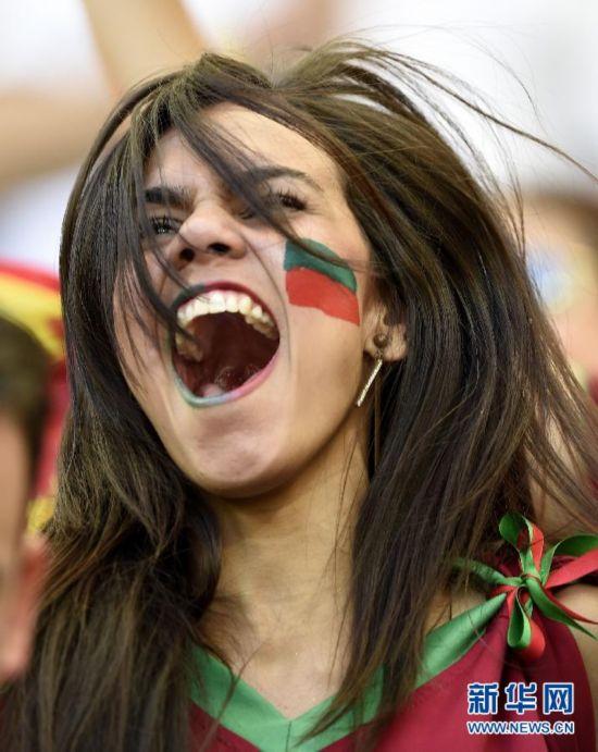 赛场边的倩影:巴西世界杯女球迷掠影