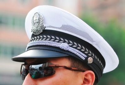 福州交巡警着新装上阵 重点路口至少配三名警察