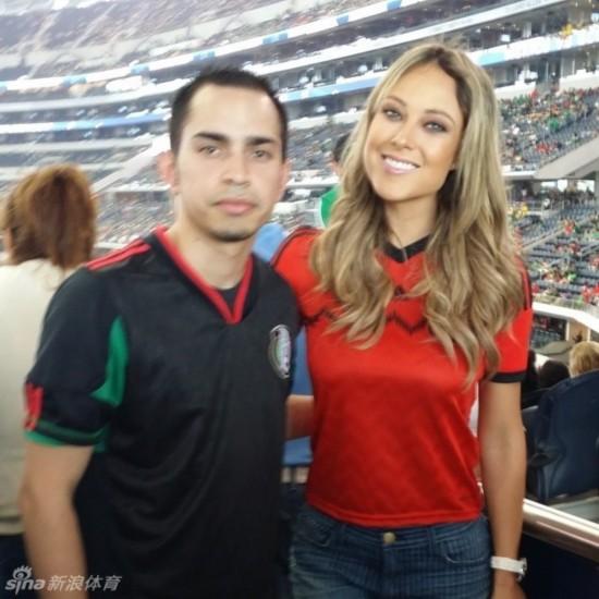 墨西哥美女主播世界杯惊艳亮相 被赞最美记着