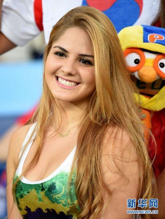 赛场边的倩影:巴西世界杯美女球迷掠影组图