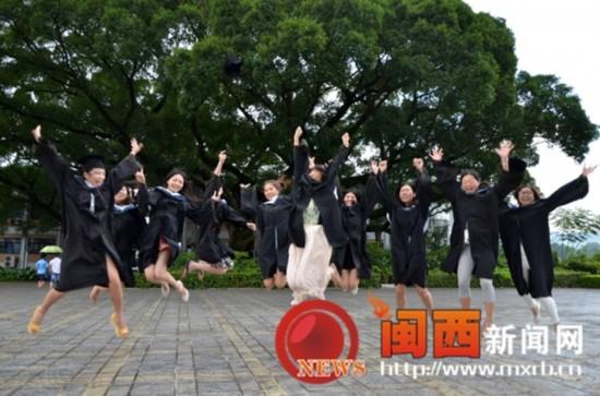 龙岩学院学子创意毕业照