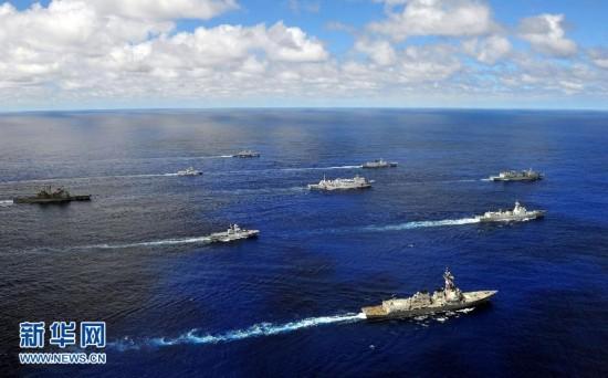 """航拍向美国夏威夷航渡的多国特混编队""""全家福"""""""