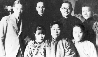 蒋介石、孔祥熙(后排左三)与倪桂珍(前排中)、宋霭龄(前排右一