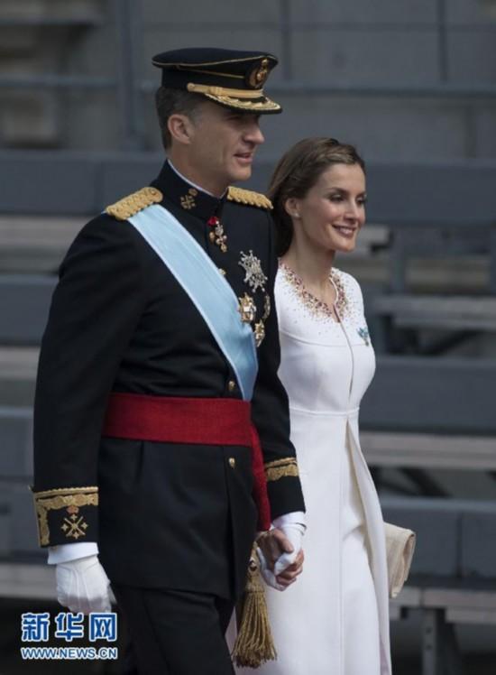 西班牙新国王费利佩低调继位