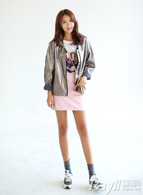 时尚银色外套搭配-加一抹电气色1秒UP造型感图片