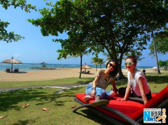 华研艺人欢聚巴厘岛 Selina被海景婚礼感动落泪