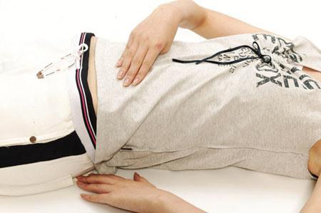 腹部穴位减肥视频_中医减肥按压3个穴位除便秘减肚子