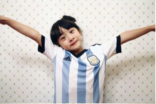 森碟穿阿根廷球衣助威梅西 超萌九连拍堪称表情帝(组图)图片
