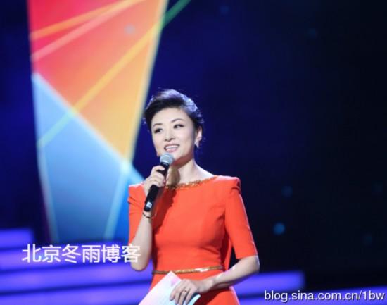46岁央视女主播周涛近照曝光靓丽容颜依旧(组图)-46岁周涛近照曝