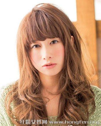 圆脸适合什么发型 甜美卷发最修颜【4】