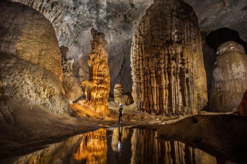 摄影家在越南溶洞美景中陶醉奇形怪状气候独特