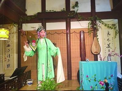 lemon米津玄师口琴谱-爱上昆曲这门艺术   平江路是苏州历史文化名街,全长1600 多米.沿着