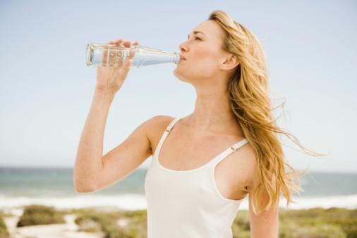 不喝水易损害肝脏 身体缺水19大危害