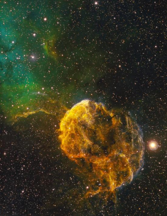 英国举办夜空摄影大赛 展示震撼奇景照片