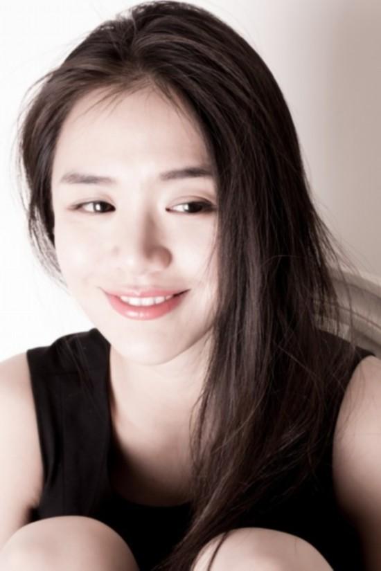 宋祖英妹妹宋佳玲惊艳亮相 揭秘明星的美貌亲