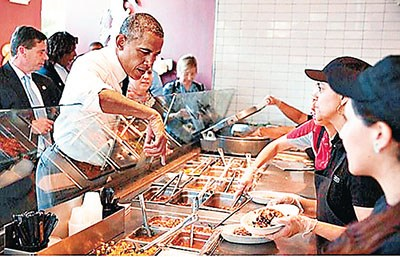 """奥巴马食堂点菜手越过隔板 遭批""""不卫生"""""""
