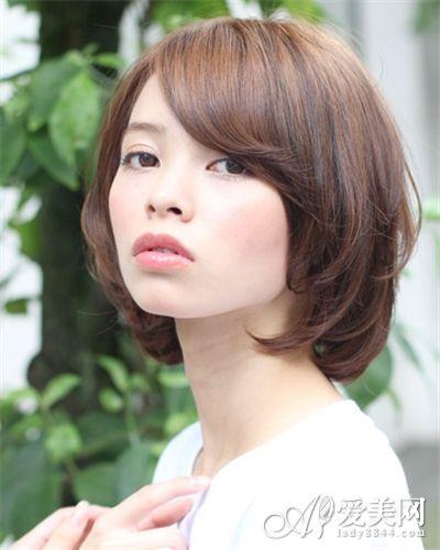 斜刘海齐耳短发图片