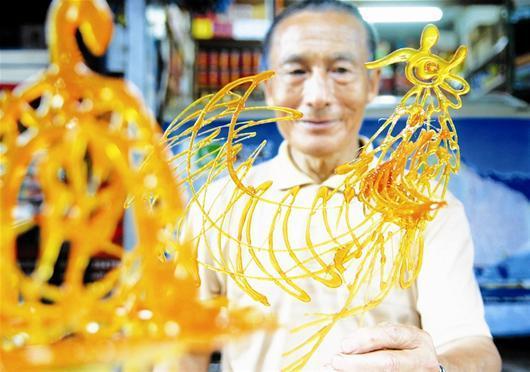68岁汽修工自学糖画30年 受邀赴海外表演(图)