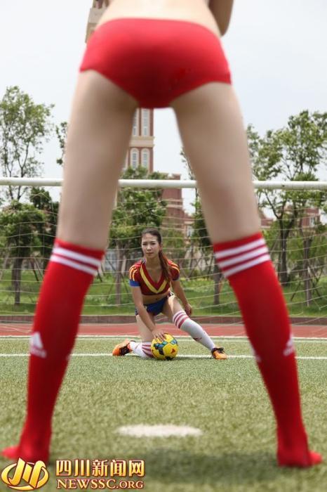 叫板北舞校花 西航准空姐集体化身性感足球宝