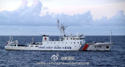 中国海警船编队抵达钓鱼岛海域搜救遇难渔船