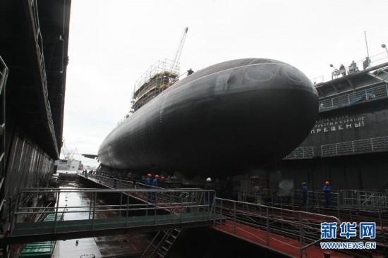 """俄基洛级改进型""""顿河罗斯托夫""""号潜艇下水"""