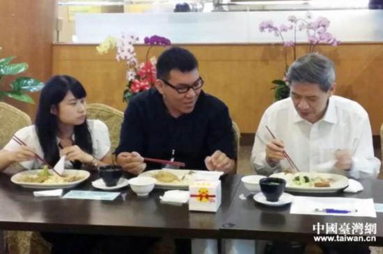 张志军与义守大学学生共进晚餐